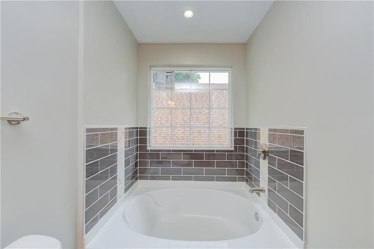 2308 Nowland Avenue Indianapolis, IN 46201 | MLS 21652337 | photo 25