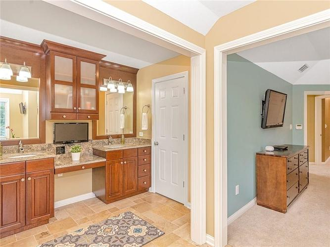 9816 NORTHWIND Drive Indianapolis, IN 46256 | MLS 21653087 | photo 23