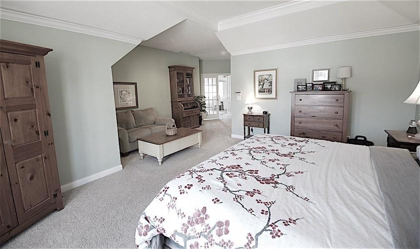 13010 CRICKLEWOOD Court Carmel, IN 46033 | MLS 21653126 | photo 21