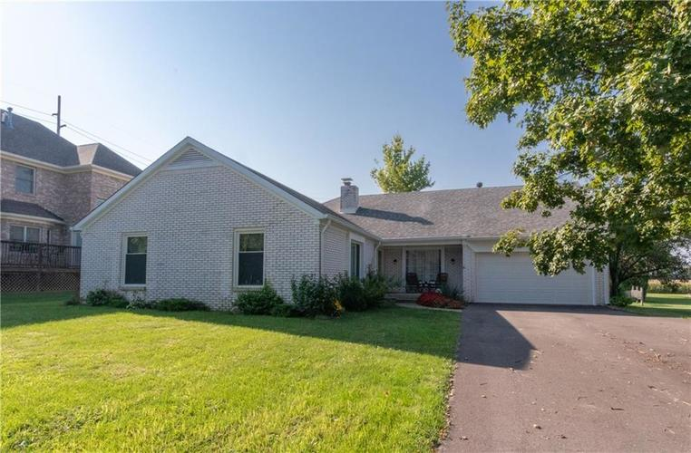 115 Lakeside Court Shelbyville IN 46176 | MLS 21653188 | photo 1
