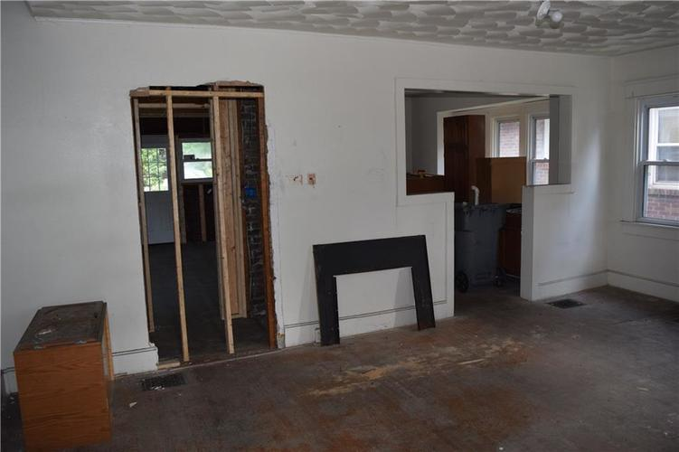 5004 E New York Street Indianapolis, IN 46201 | MLS 21653423 | photo 5