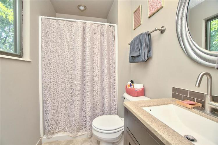 8211 PICADILLY Lane Indianapolis, IN 46256 | MLS 21653512 | photo 15