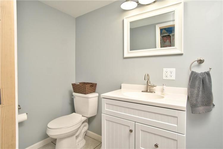 8211 PICADILLY Lane Indianapolis, IN 46256 | MLS 21653512 | photo 19