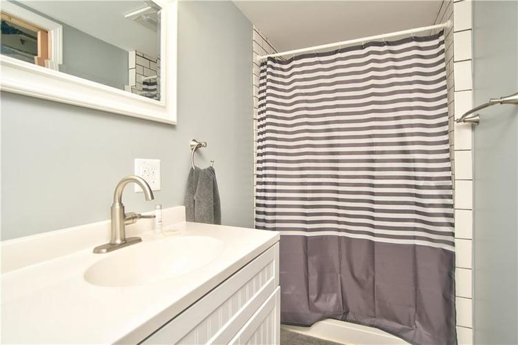8211 PICADILLY Lane Indianapolis, IN 46256 | MLS 21653512 | photo 20
