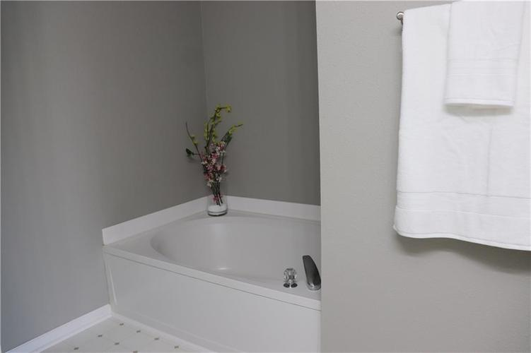 8040 Red Barn Circle Indianapolis, IN 46239 | MLS 21653795 | photo 28