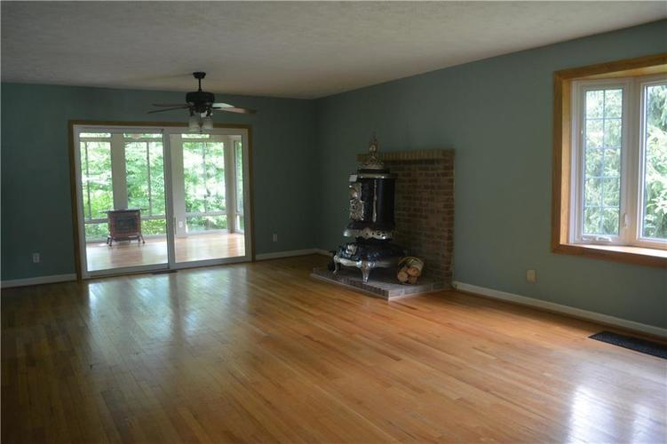 5253 W 8TH Street Road Anderson, IN 46011 | MLS 21653848 | photo 3