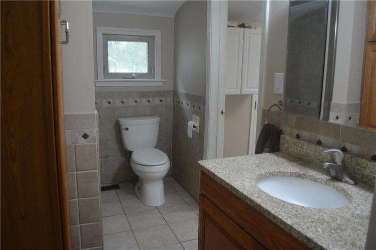 5253 W 8TH Street Road Anderson, IN 46011 | MLS 21653848 | photo 8