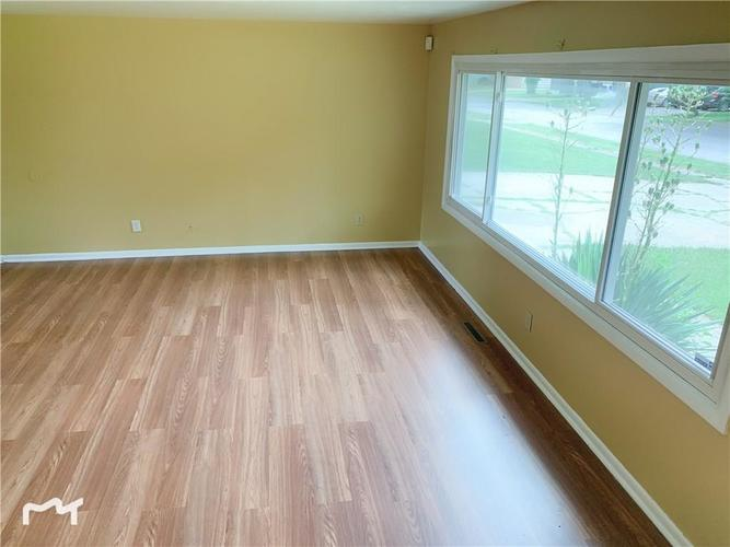 6130 E 43rd Place Indianapolis, IN 46226 | MLS 21653926 | photo 2
