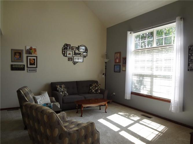 1507 Pippin Drive Greenfield, IN 46140 | MLS 21653984 | photo 2