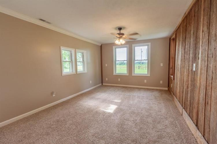 2740 W CR 500 N North Vernon, IN 47265 | MLS 21653999 | photo 5