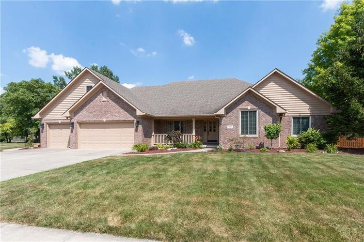 1371 Forest Commons Drive Avon, IN 46123 | MLS 21654042 | photo 1