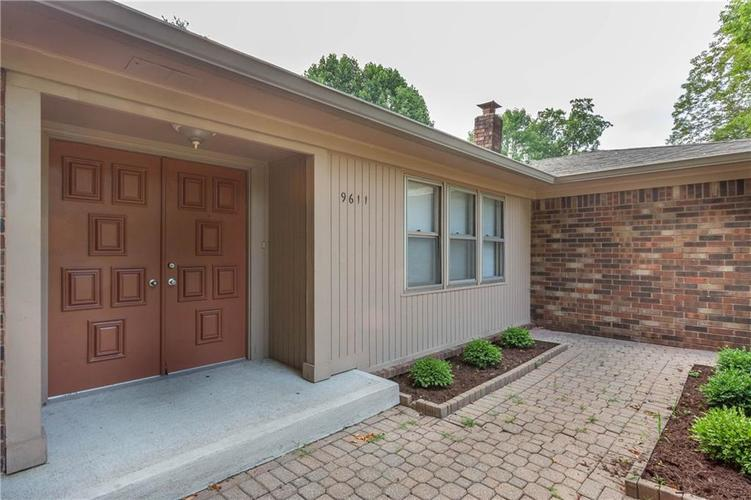 9611 LINCOLN Boulevard Indianapolis, IN 46280 | MLS 21654105 | photo 2