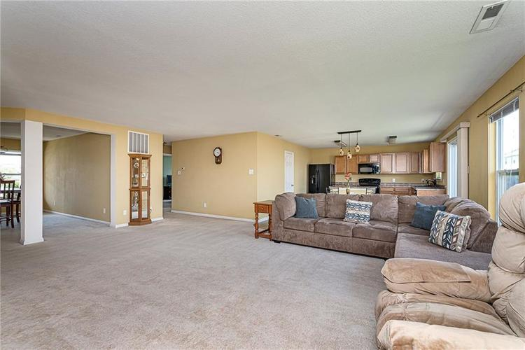 10336 Crooked Stick Drive Brownsburg, IN 46112 | MLS 21654179 | photo 11