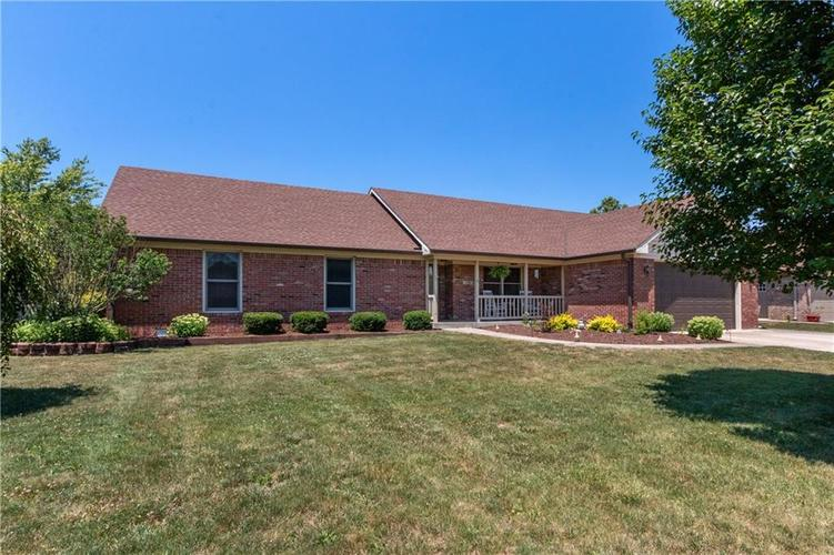 7290 Derbyshire Drive Indianapolis, IN 46229   MLS 21654196   photo 1