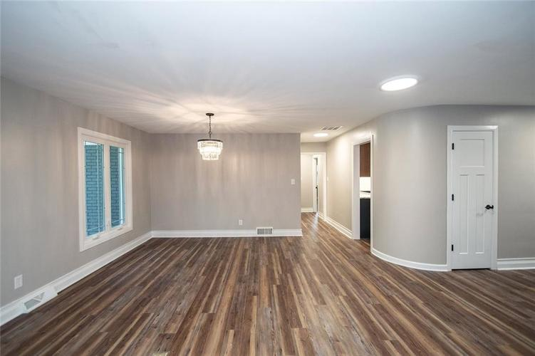7320 Holliday Drive W Indianapolis, IN 46260 | MLS 21654208 | photo 10