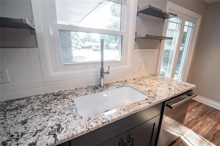 7320 Holliday Drive W Indianapolis, IN 46260 | MLS 21654208 | photo 15