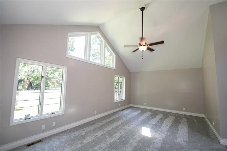 7320 Holliday Drive W Indianapolis, IN 46260 | MLS 21654208 | photo 18