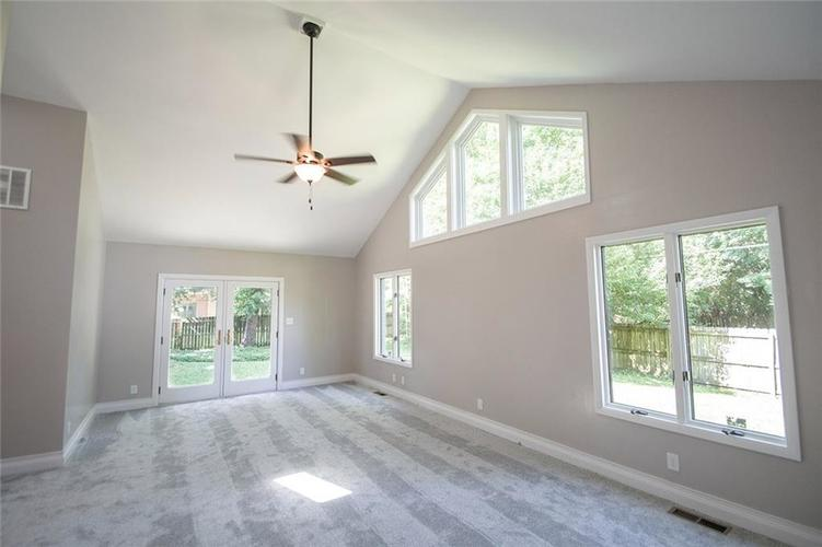 7320 Holliday Drive W Indianapolis, IN 46260 | MLS 21654208 | photo 19