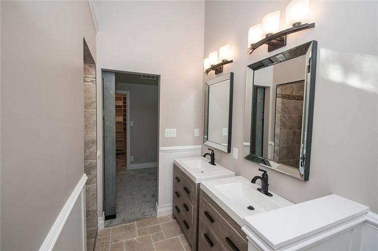7320 Holliday Drive W Indianapolis, IN 46260 | MLS 21654208 | photo 22