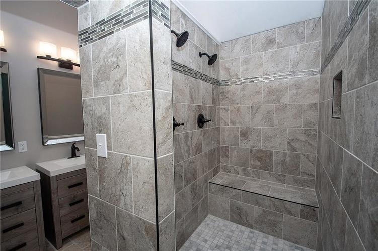 7320 Holliday Drive W Indianapolis, IN 46260 | MLS 21654208 | photo 23