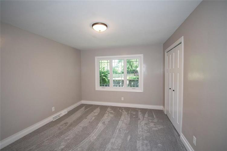 7320 Holliday Drive W Indianapolis, IN 46260 | MLS 21654208 | photo 25