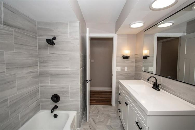 7320 Holliday Drive W Indianapolis, IN 46260 | MLS 21654208 | photo 28