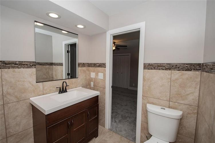 7320 Holliday Drive W Indianapolis, IN 46260 | MLS 21654208 | photo 32