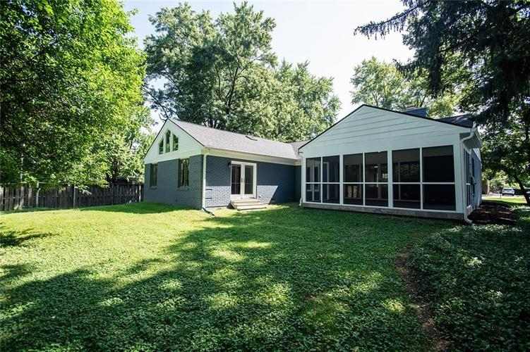 7320 Holliday Drive W Indianapolis, IN 46260 | MLS 21654208 | photo 36