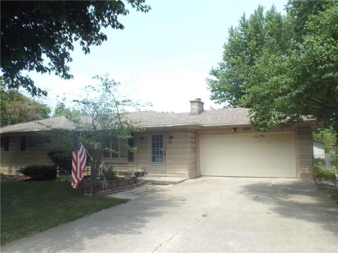 2714 W 39th Street Anderson, IN 46011 | MLS 21654322 | photo 2