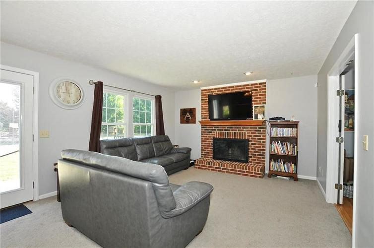 8213 Kentallen Court Indianapolis, IN 46236 | MLS 21654585 | photo 8
