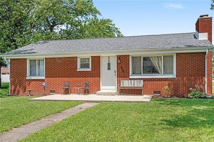 608 Valley Drive Anderson, IN 46011 | MLS 21654980 | photo 1