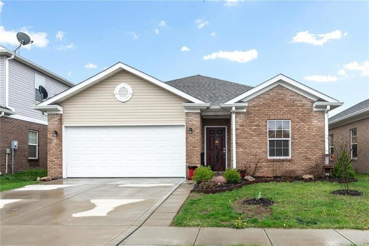 907 Hildebrand Drive Indianapolis, IN 46217 | MLS 21654983 | photo 1