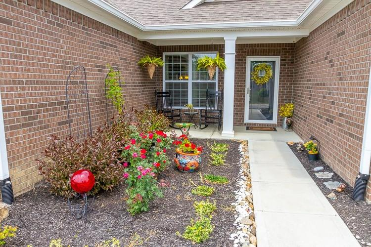 7114 W Water Fall Way Greenfield, IN 46140 | MLS 21655058 | photo 2