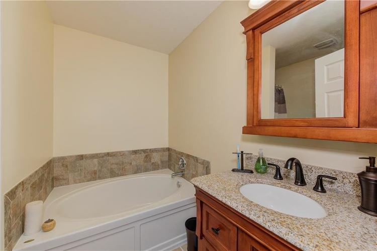 623 Melrose Court Greenfield, IN 46140 | MLS 21655235 | photo 16