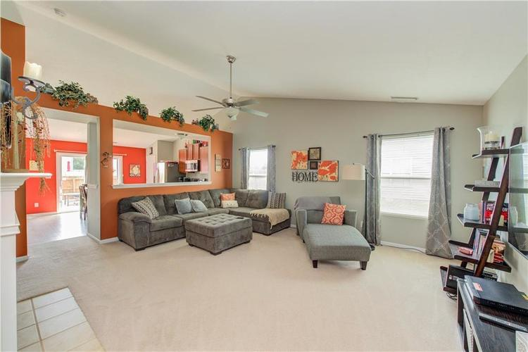 623 Melrose Court Greenfield, IN 46140 | MLS 21655235 | photo 4