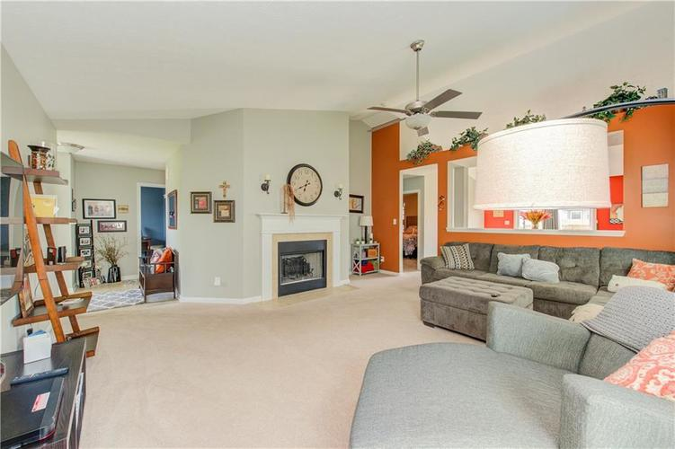 623 Melrose Court Greenfield, IN 46140 | MLS 21655235 | photo 5