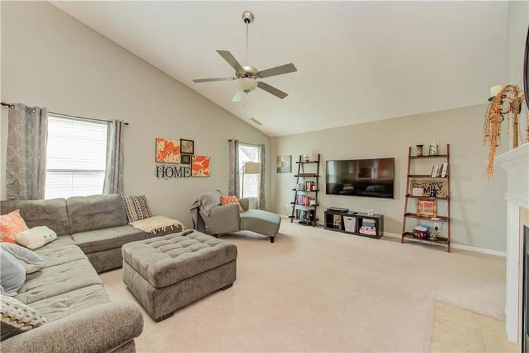 623 Melrose Court Greenfield, IN 46140 | MLS 21655235 | photo 6