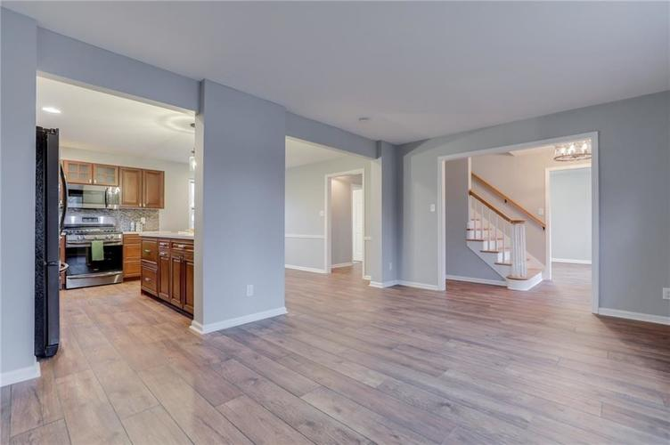 584 Watterson Court Indianapolis, IN 46217 | MLS 21655426 | photo 11