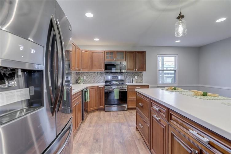 584 Watterson Court Indianapolis, IN 46217 | MLS 21655426 | photo 14