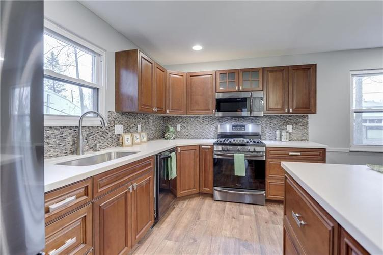 584 Watterson Court Indianapolis, IN 46217 | MLS 21655426 | photo 15