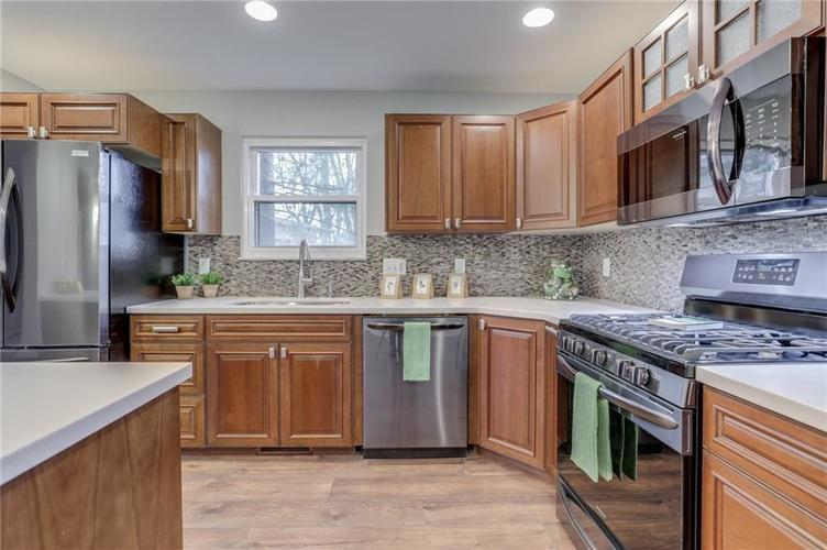 584 Watterson Court Indianapolis, IN 46217 | MLS 21655426 | photo 16