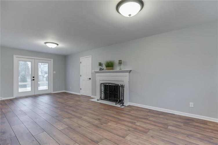584 Watterson Court Indianapolis, IN 46217 | MLS 21655426 | photo 21