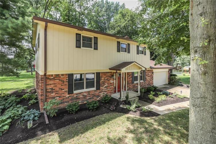 584 Watterson Court Indianapolis, IN 46217 | MLS 21655426 | photo 4