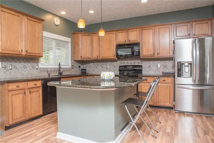 8797 Weather Stone Crossing Zionsville, IN 46077 | MLS 21655428 | photo 11