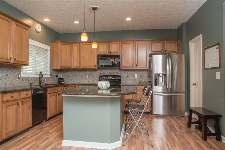 8797 Weather Stone Crossing Zionsville, IN 46077 | MLS 21655428 | photo 12