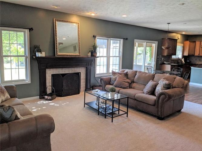 8797 Weather Stone Crossing Zionsville, IN 46077 | MLS 21655428 | photo 13