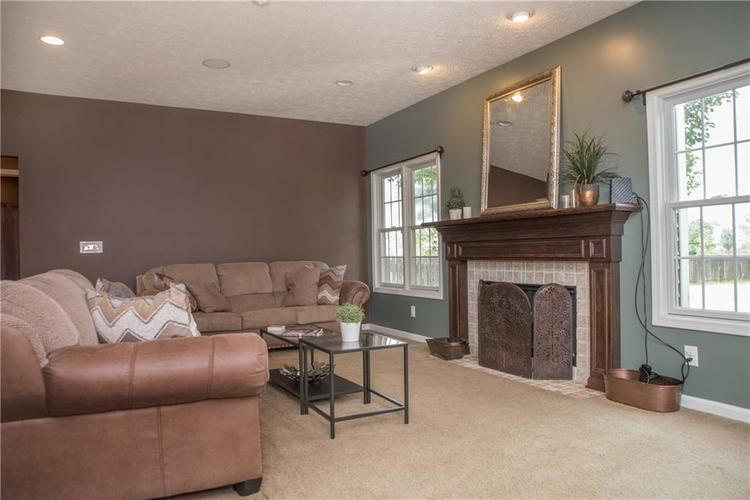 8797 Weather Stone Crossing Zionsville, IN 46077 | MLS 21655428 | photo 16