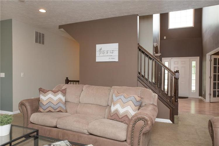 8797 Weather Stone Crossing Zionsville, IN 46077 | MLS 21655428 | photo 17