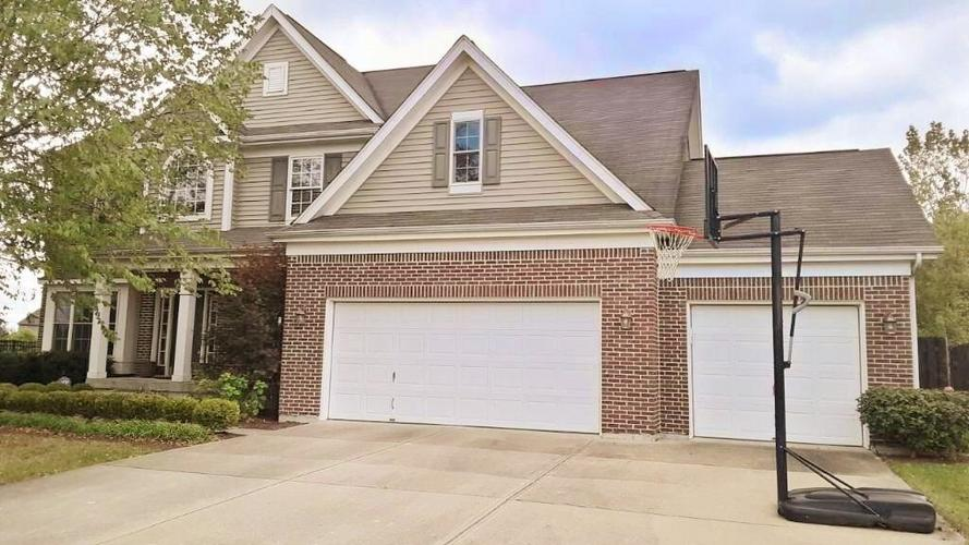 8797 Weather Stone Crossing Zionsville, IN 46077 | MLS 21655428 | photo 2
