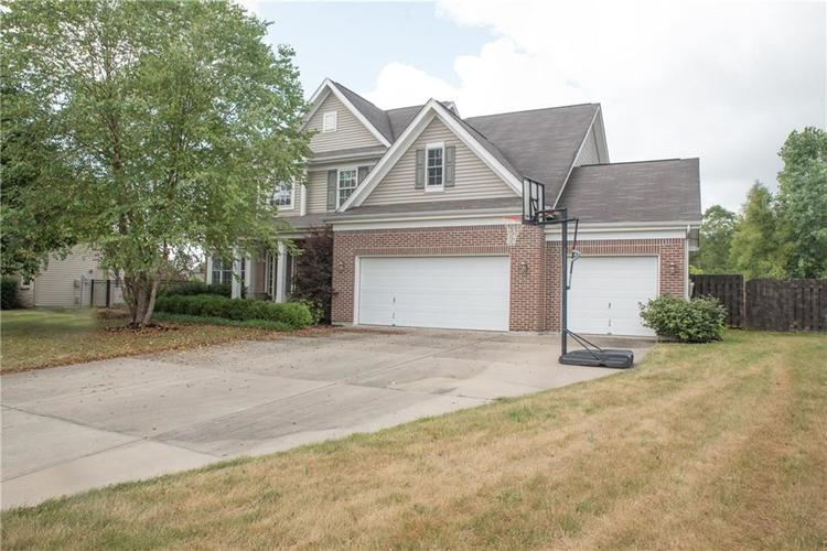 8797 Weather Stone Crossing Zionsville, IN 46077 | MLS 21655428 | photo 3